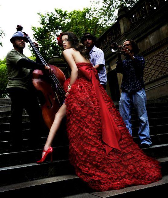Krááásne červeno-biele šaty - Obrázok č. 1