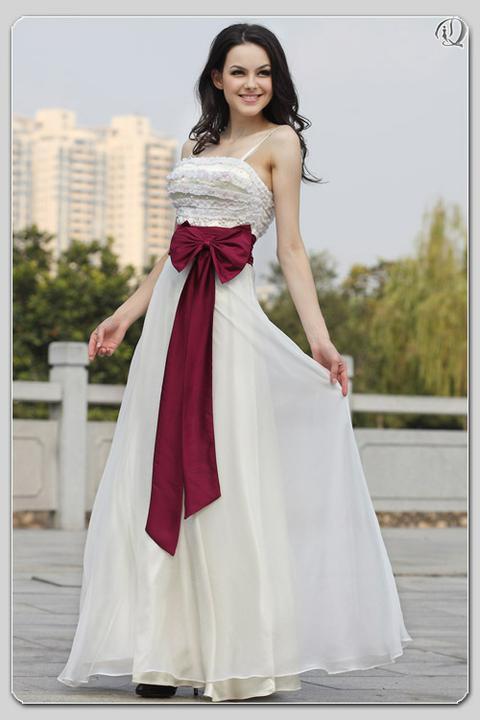 Krááásne červeno-biele šaty - Obrázok č. 3