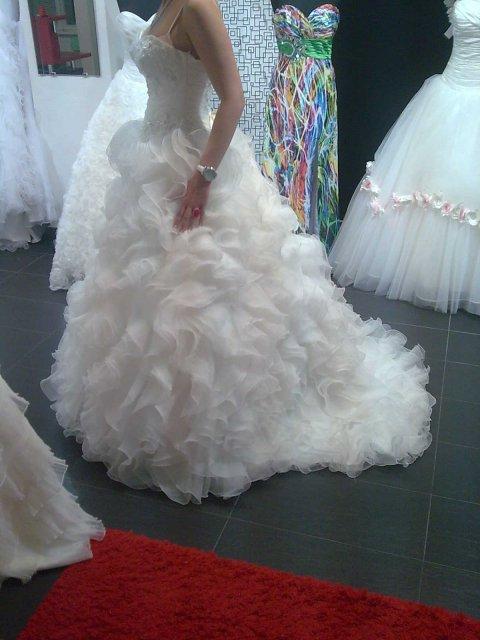 18.6.2011 - moje svadobné šaty - najkrajšie na svete :o)))