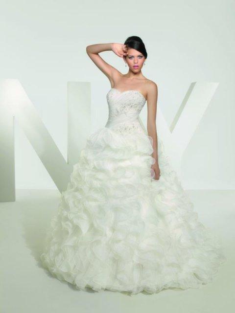 18.6.2011 - šaty na modelke