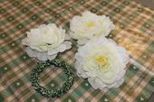 Umělé květy na stůl a věneček,