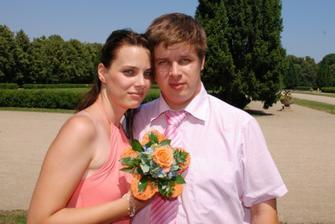 pan fotograf Libor Pecháček se svojí manželkou (anyes), tudíž švagr novomanželů. Jeho práce je na stránkách jeho jméno dohromady s příjmením.cz