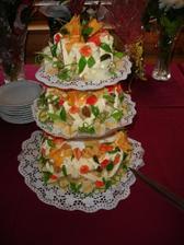 a největší ze tří dortů..Byly delikátní:-) Celá jeho výzdoba je z marcipánu!