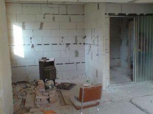 pohled na kuchyň a vchod do chodby