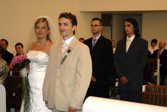 šťastní mladomanželia Diškantovi,svedkovia-naši bračekovia