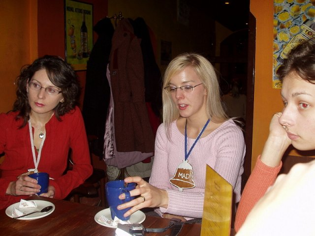 Bosoracke stretko 13.12.2005 BA - pijeme horucu cokoladku a varene vinko...