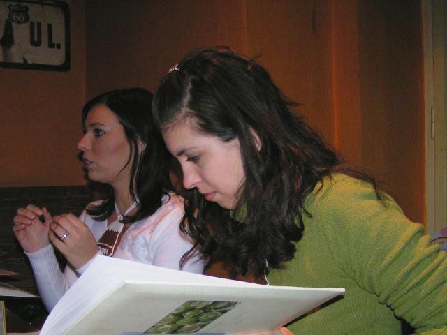 Bosoracke stretko 13.12.2005 BA - no predsa ja zaburka:)).... treba buduce nevesty zaucit.. hlavne tie co sa  budu brat v kostole a v blumentali:)