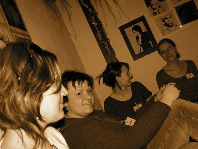 Stretko snažiliek a nesnažiliek, v BA 10.4.2006 - nufka, katrin, rebeka, ikke