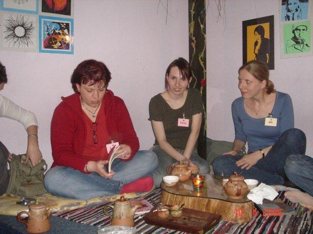 Stretko snažiliek a nesnažiliek, v BA 10.4.2006 - katrin, rebeka a ikke