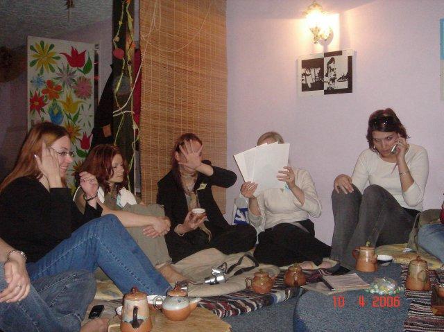 Stretko snažiliek a nesnažiliek, v BA 10.4.2006 - zab_ka, michelle, utajena, made v utajeni, telefonujuca nufka