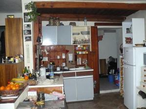 původní kuchyň - vše jsme zbourali, nyní zde stojí krb