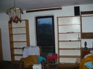 původní stav - pokoj - budoucí dětský pokoj s dveřmi na terasu - dveře jsme rozšířili