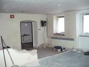první začátky bourání -vchod do obýváku ze zádveří - později zaděn
