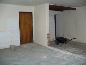 obývák a kuchyň - první bourání.. :)) začalo to nesměle.. :))