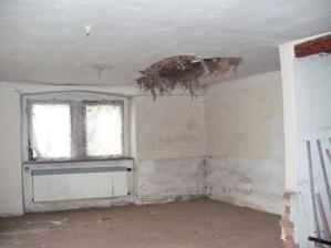 začínáme bourat strop v obýváku
