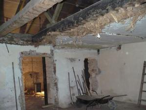 bourání stropu v obýváku