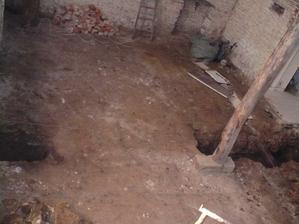 vybrané podlahy a vykopané základy
