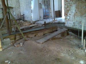 první betonové základy :) V rohu bude krb