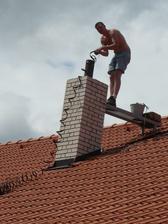 večer měl přítel záda rudá jako ta střecha.. :))
