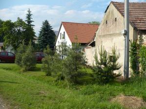 náš dům se stodolou - pohled z ulice