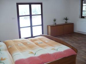 naše prozatimní ložnice - později to bude dětský pokoj