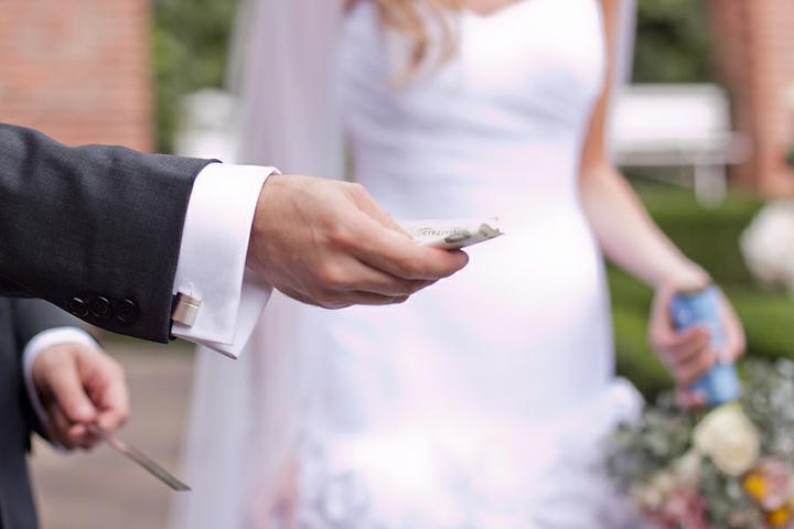 Renata{{_AND_}}Martin - jo takhle to holt po svatbě bude už pořád, ženichu :-D