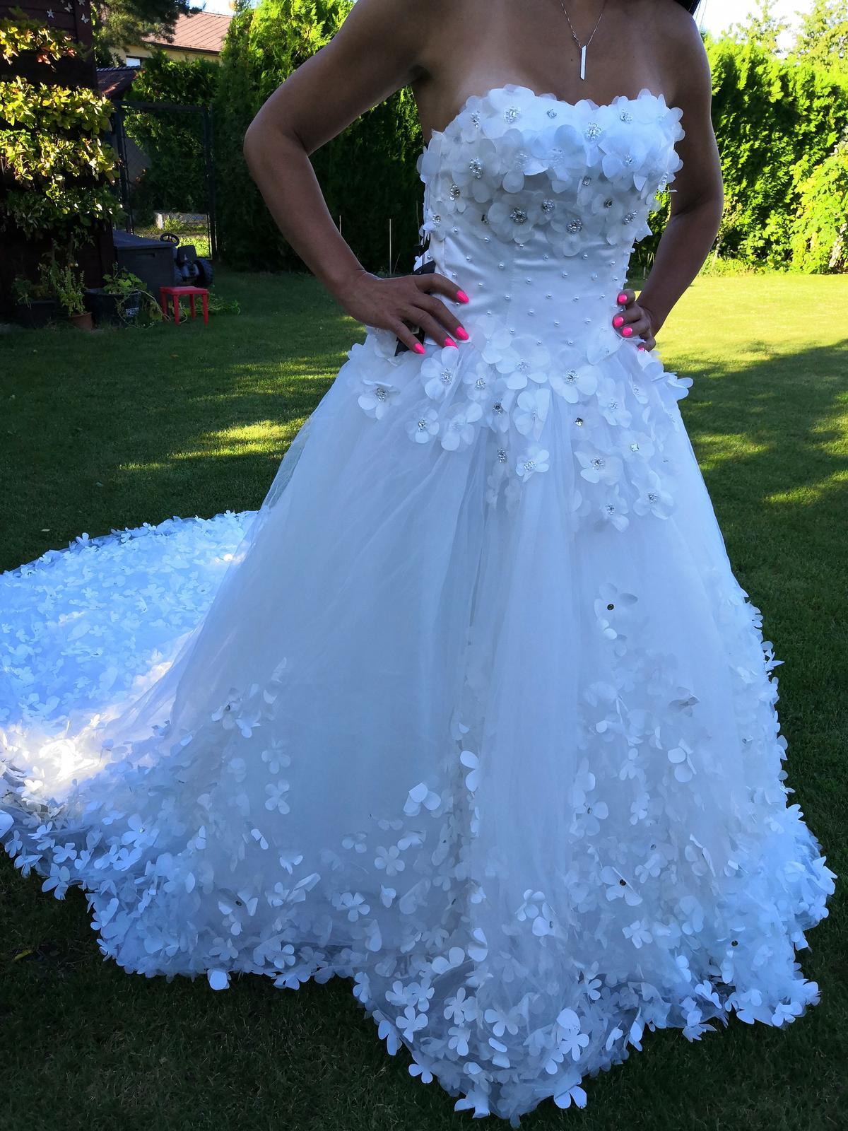 Nové svatební šaty č. 22 - Obrázek č. 1