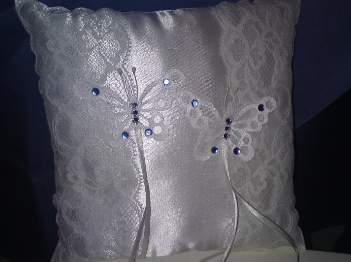Wedding stuff - ring cushion with added blue