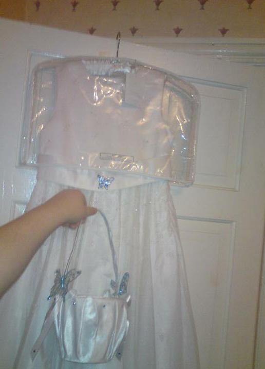 Wedding stuff - flowergirl dress with brooch and basket