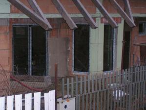 Okná na jedálni a obývačne osadené