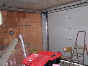 No a osadzujeme garážovú bránu - vnútorná strana