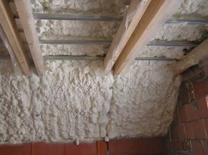 Január 2012 , začíname...izolácia strechy - striekaná