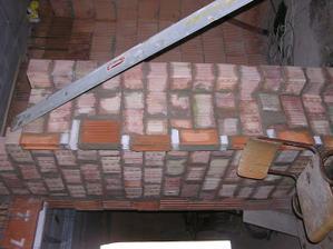 Tzv hluchá chodbička medzi garážou a obývacou časťou