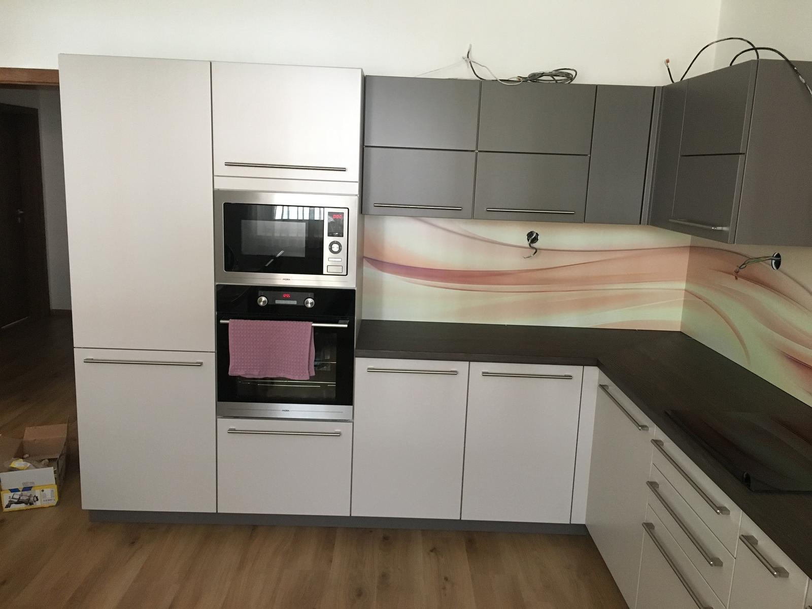 Graftazit - moderný (nielen) kuchynský a kúpeľňový obklad - Realizácia obkladu Graftazit spolu s kuchyňou pre zákazníkov do rodinného domu.