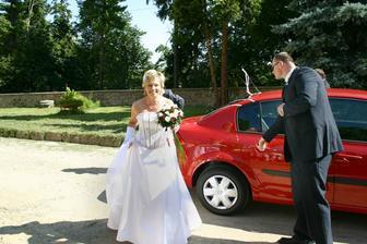příjezd nevěsty na místo činu
