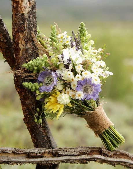 Kvety - viazanie bude taqeto podobne,bud jutou alebo prirodnym obmotanym spagatom