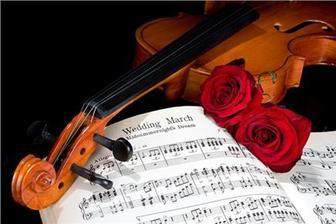 ...hudba by sa ozývala a premenila priestor na vznešenú sálu plnú tancujúcich hostí...