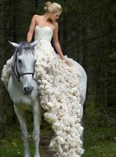 ...a neskôr večer by som vymenila bielu za krásne farby...