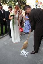 Ženích trénuje...