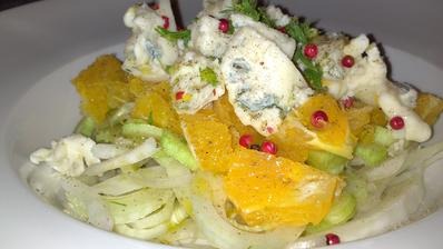 Fenykl, pomeranč, gorgonzola dolce, olivový olej, červený pepř - během 15 minut na stole :)