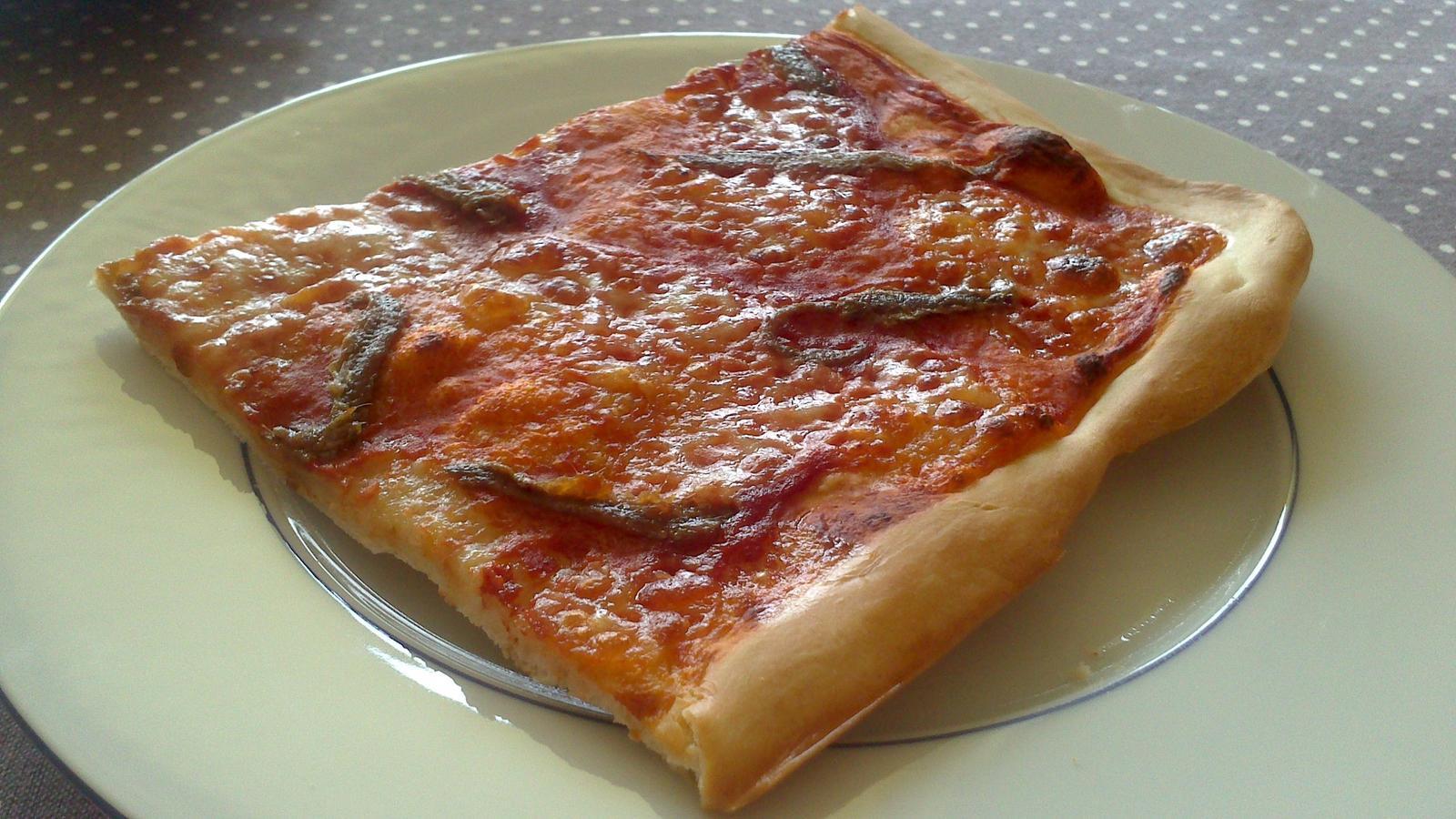A občas i vařím... - Pizza Napoletana - sugo, mozzarella, ančovičky :)