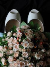 Svatební kytici vybírala tchýně - a do poslední chvíle to bylo překvapení. Velmi příjemné překvapení :)