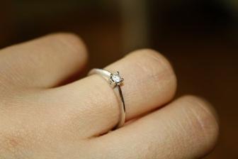Zásnubní prstýnek- bílé zlato s briliantem