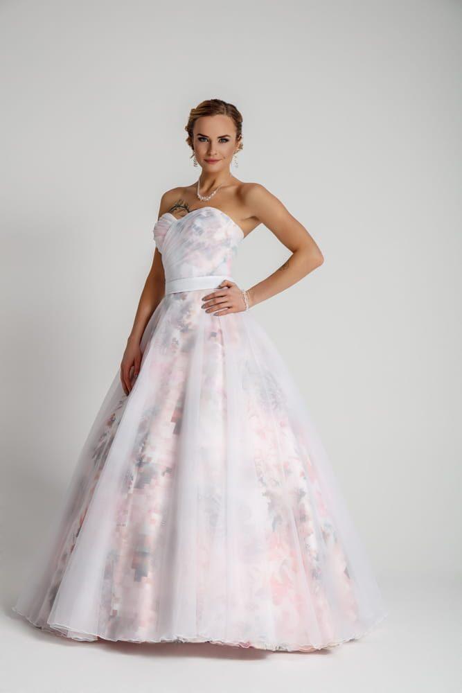 Svatební šaty s květy - Obrázek č. 1