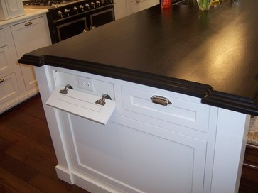 Vychytávky do kuchyne a interiéru - schované zásuvky v rustikálne kuchyni