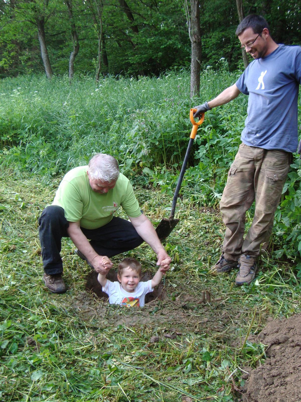 Naša chalupa - hĺbku jamy treba dôkladne zmerať