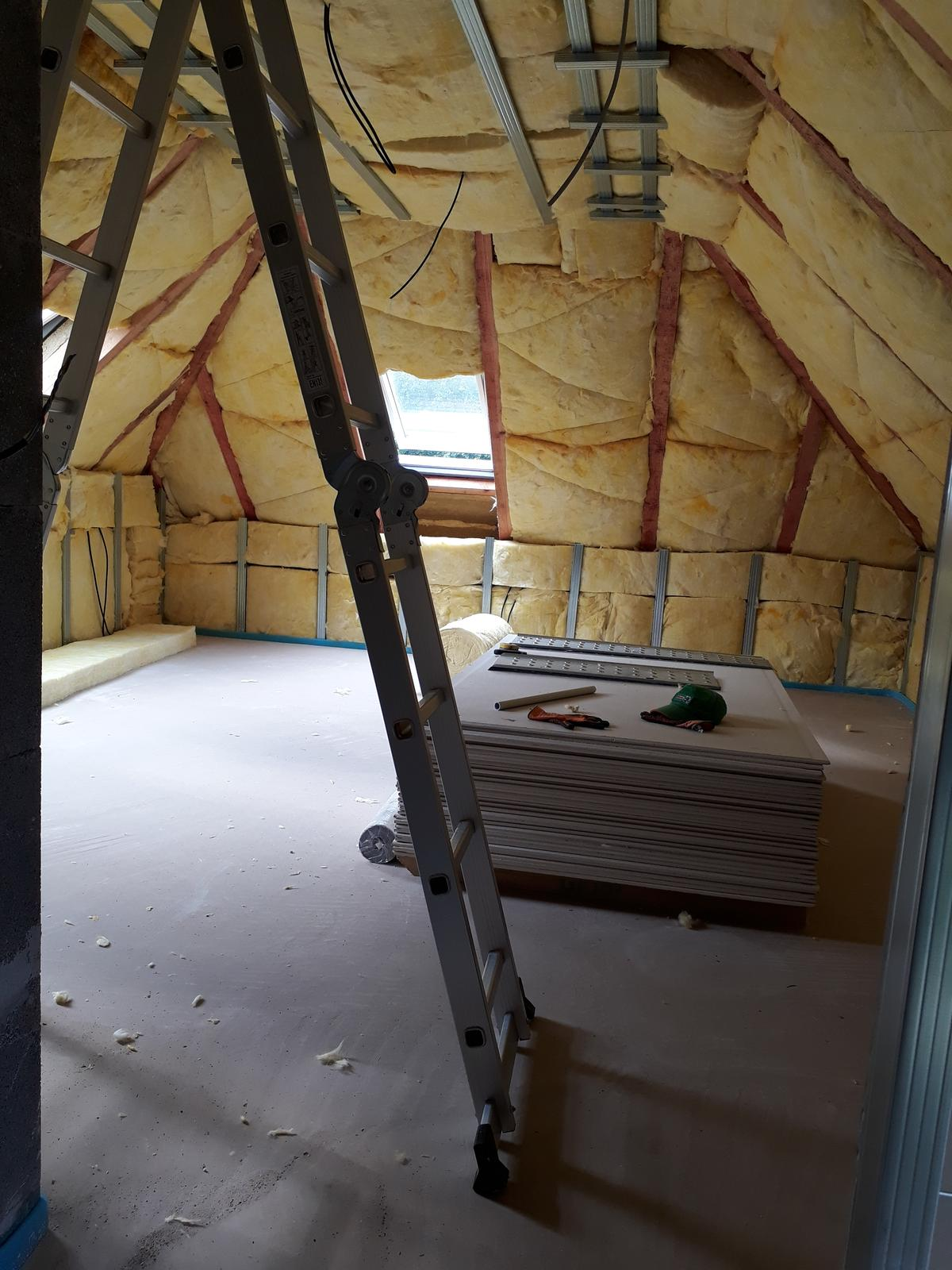 Naša chalupa - izolujeme podkrovie, aby v zime chladilo a v lete bolo krásne teplúčko :)