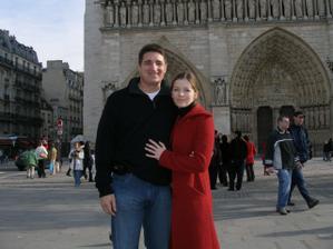 Krátce poté co mne John požádal o ruku (v katedrále Notre Dame :-)