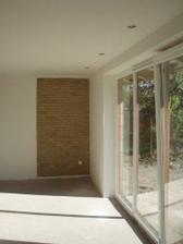 obložená stena v obývačke