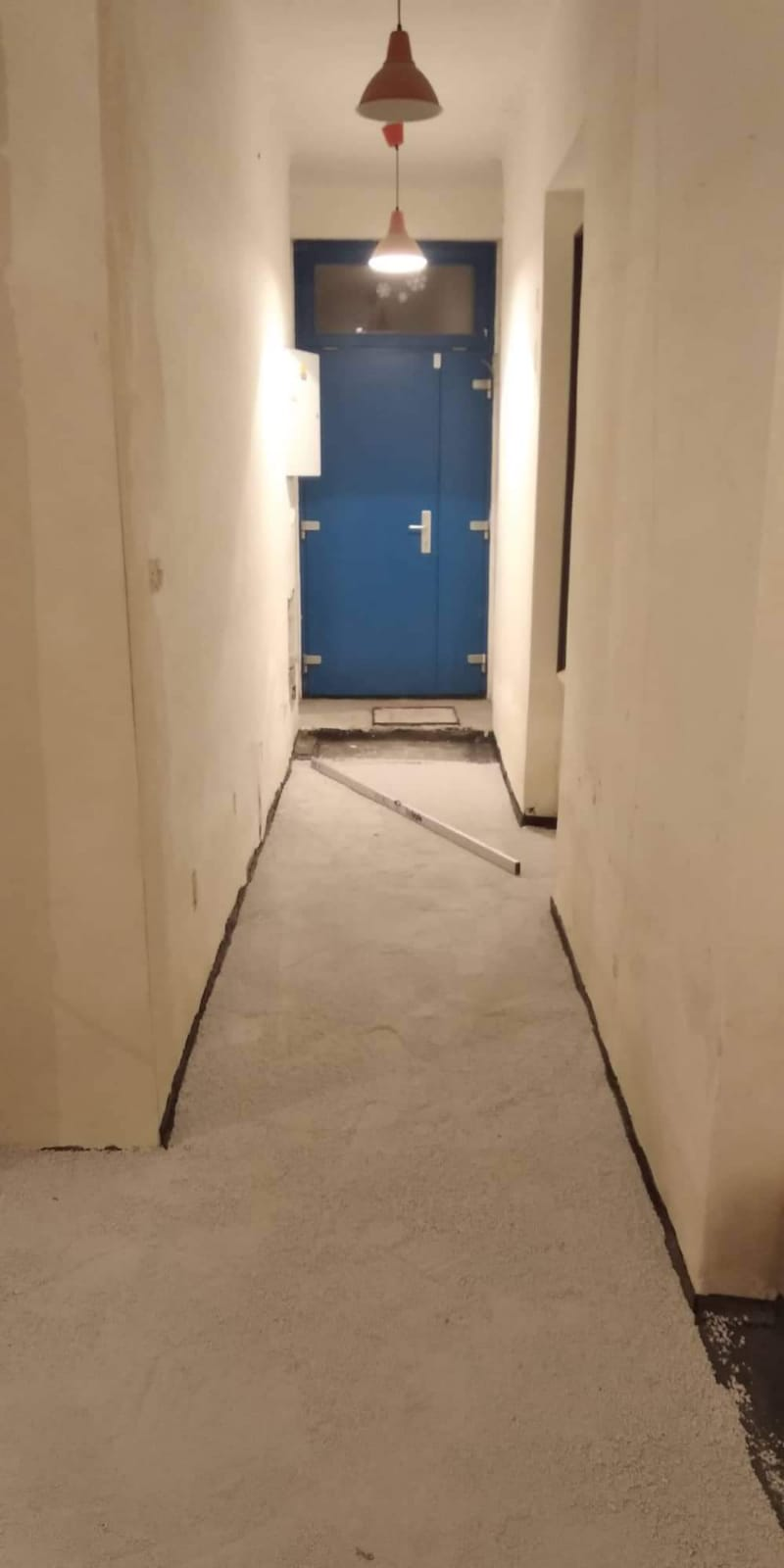 Ruina 2 - srovnaná podlaha - nachystaná na lepení dlažby - říjen.